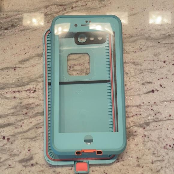 iPhone 8 Plus life proof case